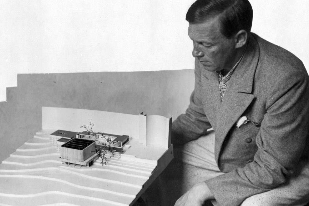 Alvar Aalto and a scale model of the Finnish pavilion at the World Exposition in Paris 1937. Photo © Alvar Aalto Foundation